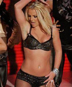 Skandallar kraliçesi Britney Müzik dünyasının skandallar kraliçesi Britney Spears'ın eski eşi Kevin Federline boşanmak üzere oldukları sırada elinde evliliklerinin ilk dönemlerinde çekilmiş seks kasetleri olduğunu ve internette yayınlayacağını ileri sürdü. Çiftin bu konudaki tartıyması uzun süre devam etti. Ama kaset ortaya çıkmadı.